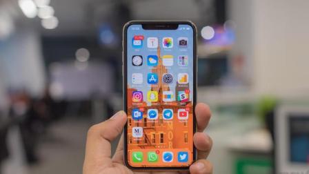 苹果将研发柔性显示屏iPhone, 屏幕可任意弯曲, 看电视超爽!