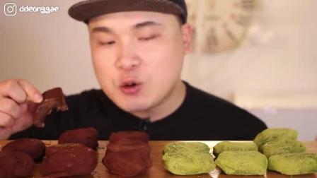 韩国大胃王胖哥, 吃巧克力蛋糕和抹茶味蛋糕, 松软的真好吃