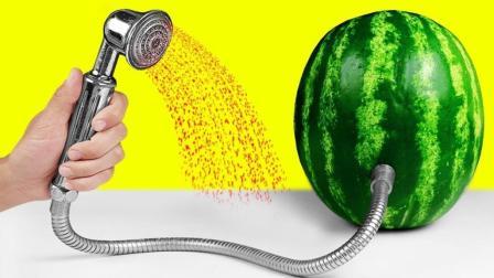 我们只知道西瓜是让人吃的, 没想到还可以沐浴, 城里人就是会玩!