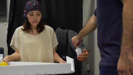 日本成功研制能用脑电波控制的机械臂, 网友: 有大胆想法!
