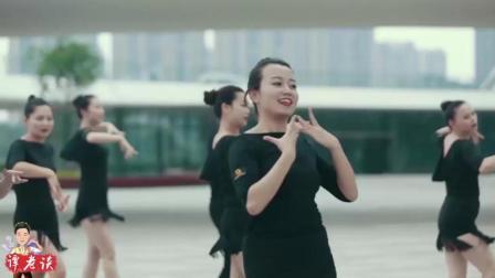 不惧年龄和身材, 经过拉丁舞训练, 她们比同龄人更有活力