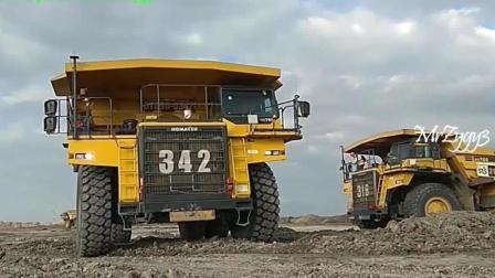实拍: 国外大型自卸卡车, 挖掘机, 煤矿场地作业, 速度极快
