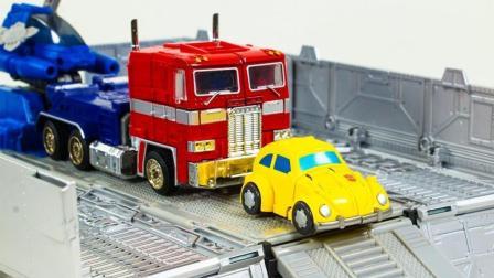车厢玩具带来迷你大黄蜂擎天柱变形金刚机器人玩具