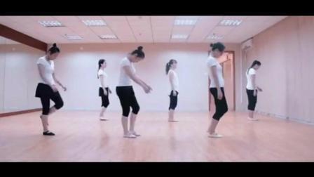 幼师在排练舞蹈《迷途的羔羊》, 很柔很美!