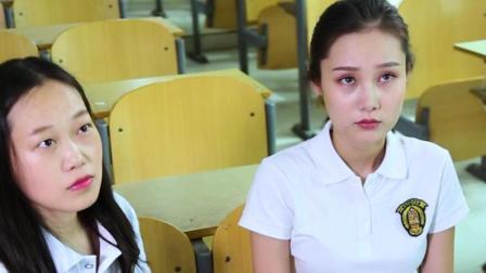 两位女生上课吵架, 老师都无从插手, 这下热闹了