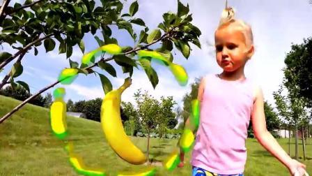 玛丽在户外玩水果和兔子