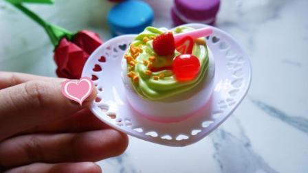 超轻黏土小蛋糕, 看起来是不是跟真的一样?