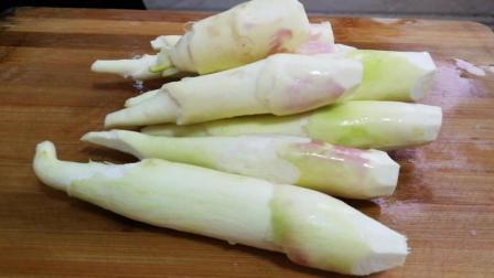 水笋的家常做法, 简单炒一下, 又香又脆, 小时候最喜欢的一道菜