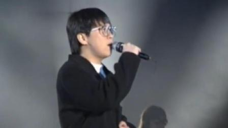 华语乐坛, 能与王杰飚高音的也就是他了, 要不是