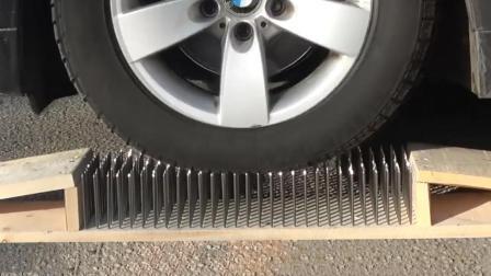 当汽车从300个铁钉上压过去会怎样? 你猜汽车会变成什么样? 真厉害!