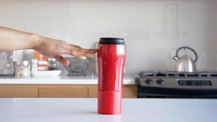 不会倒的杯子, 能横放在墙上, 网友: 杯子里的水呢?