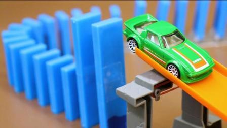 玩具车与骨牌搭建的多米诺骨牌倒塌是什么样子? 一起来见识下!