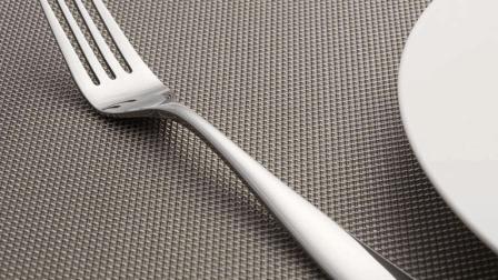 谁说叉子只能吃饭用, 小姐姐拿来做这个, 你试过吗?