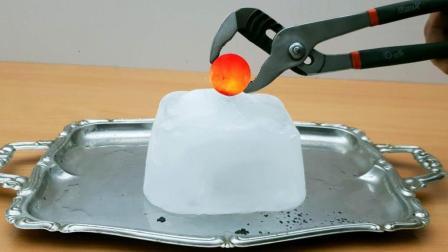 老外将烧红的镍球放在冰块上, 网友: 看起来有点爽!