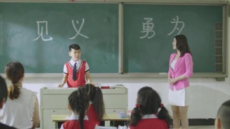 小学生见义勇为智斗小偷, 过程精彩, 受到老师和同学高度赞扬!