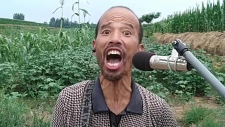 农村大叔学唱网络情歌《往后余生》一开口我有点陶醉了