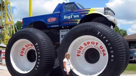 大脚怪物皮卡, 一个轮子3米高, 重量超过12吨!