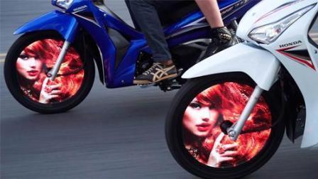摩托车轮变显示屏, 放图片动画, 网友: 下雨怎么办?