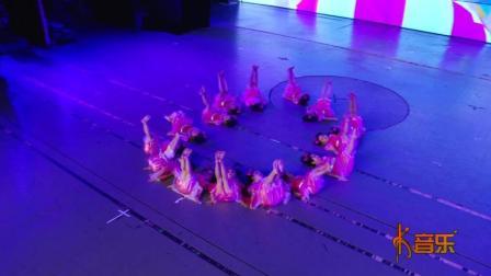 可爱的幼儿舞蹈《小脚丫》