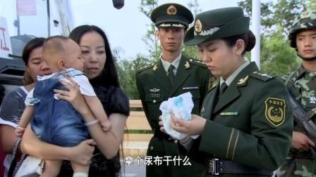 警察让乘客下车检查,孩子哭个不停,警察拿出孩子尿布震惊了