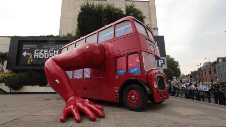 世界上最奇葩的公交车, 会做俯卧撑, 网友: 有大胆想法!
