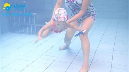 鲸鱼堡的婴儿游泳, 水育早教。亲子游原来是这样的!