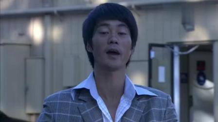 李小龙传奇: 李小龙偶遇持枪抢劫, 双节棍教其做人, 速度太快了