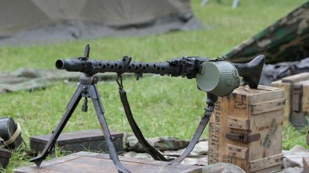 通用机枪的开山制作, 希特勒电锯的前身-德国MG34通用机枪