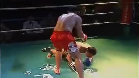 泰国拳王碰到中华英雄王洪祥! 被多次击倒一脚