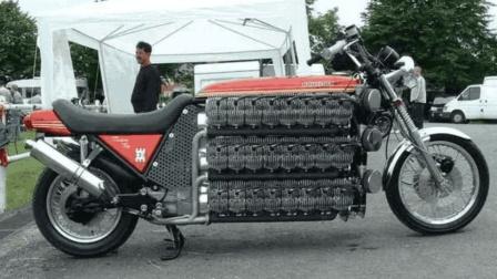 老外花3年时间 造48缸摩托车 比布加迪还多32个