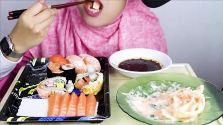 美女姐姐吃三文鱼寿司, 每口都塞满, 嚼起很带劲