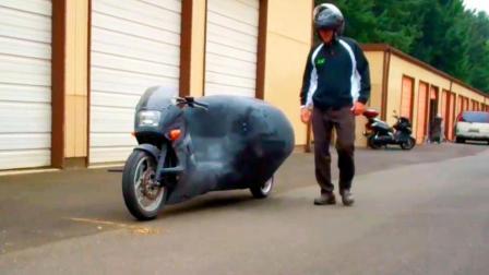 国外小伙造自平衡摩托车, 体型像个铁包子, 就算踹一脚也不倒!