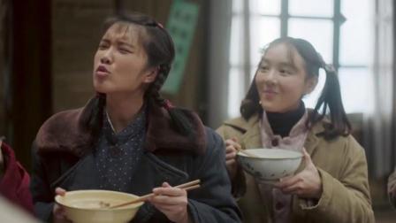 厨师做了一道硬菜,女生们一开始吃得很香,发现是老鼠肉炸锅了