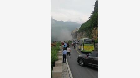 封面 西安暴雨之后, 山体垮塌, 进山游玩的旅客, 回家受阻