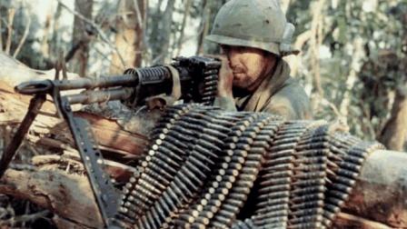 大名鼎鼎的M60通用机枪, 无限火力输出, 不愧是兰博手中的大杀器