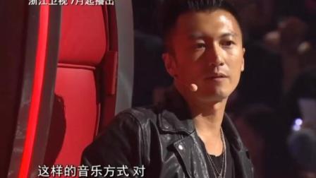 《中国好声音》谢霆锋选了《我们不一样》这首歌, 杰伦问为什么选这首? 谢霆锋这回复太机智了