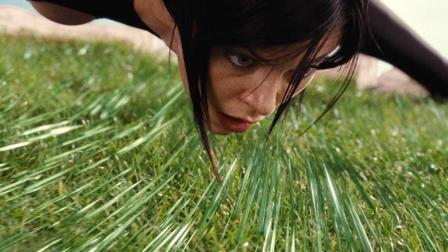 女杀手闯入恐怖花园, 草地中都是钢针尖刺! 速看科幻电影《魔力女战士》