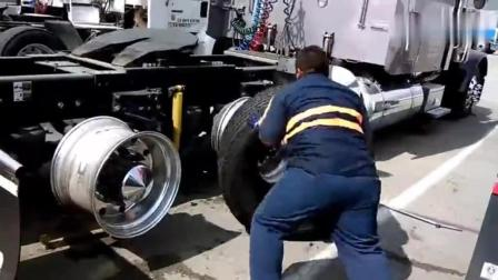 速度最快的汽车修理工, 2分钟安装4个卡车轮胎, 技术太牛了!
