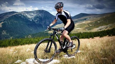 国外发明自行车小马达, 自行车秒变电动车, 一口气能跑150公里