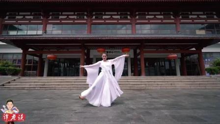 中国舞《洛水佼人》, 一出场就能看出功底扎实, 神情身韵均到位