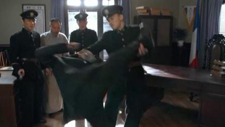 日本人人,到了巡捕房还气焰嚣张,结果直接就被巡捕给揍了