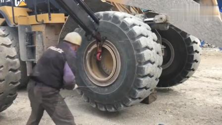 给装载机更换轮胎, 没想到这么麻烦
