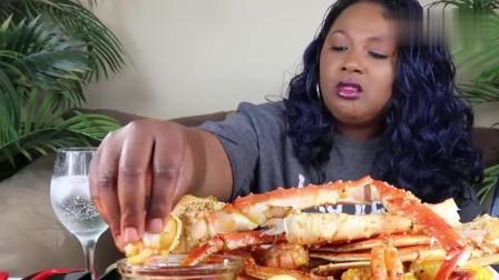 美国吃播阿姨吃帝王蟹腿和其它海鲜, 阿姨的吃相不一般