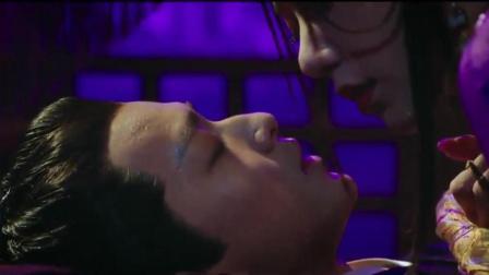 长安在昏迷中想着晚媚, 却抓住了流光的手