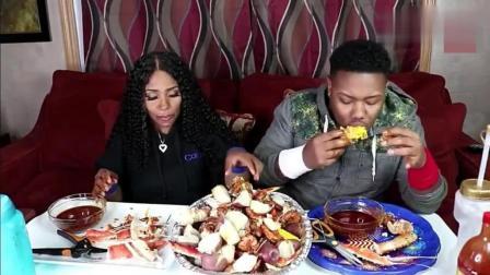 吃蟹阿姨和儿子一起吃蟹腿, 一天不吃蟹我就浑身难受