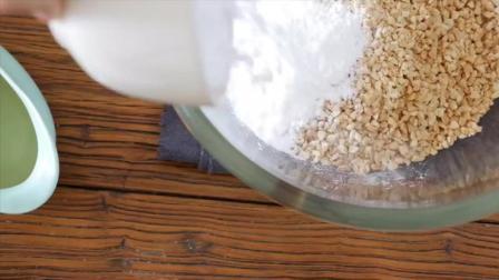 懒人在家制作4种材料混合起来就能做成花生酥甜点啦