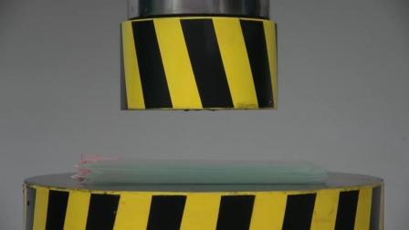 当20个钢化膜遇到液压机会怎样? 你猜它能撑几秒? 一起来见识下!