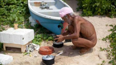 日本76岁老人定居荒岛, 裸体生活20年!