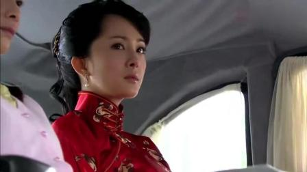 杨幂抛下心爱的男人, 风风光光的嫁入豪门, 竟嫁给了个老头子