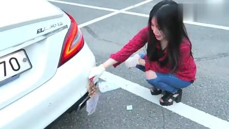 韩国美女用奔驰跑车来烤鱿鱼, 一脚油门下去, 这